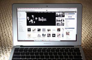 So ändern Sie die URL eines Podcasts in iTunes
