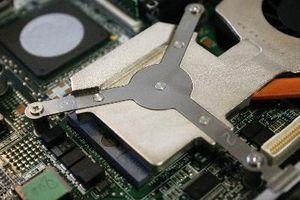 So ersetzen Sie die CMOS-Batterie in einem IBM Thinkpad 600E