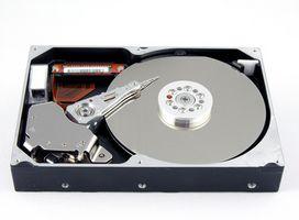 Gewusst wie: entfernen die Festplatte auf einem Dell Inspiron 7500